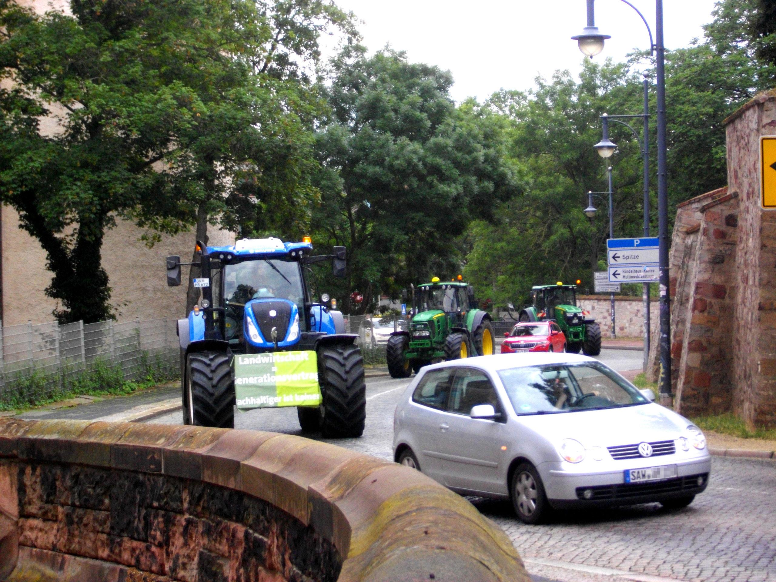 Mit Traktoren gegen die Kürzungspläne